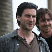Knight of Cups: Wes Bentley e Christian Bale in una scena del film