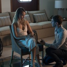 Mechanic: Resurrection, Jessica Alba e Sam Hazeldine in una scena del film