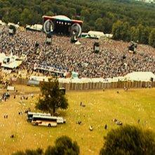 Oasis: Supersonic, un'immagine di un concerto della band tratta dal documentario