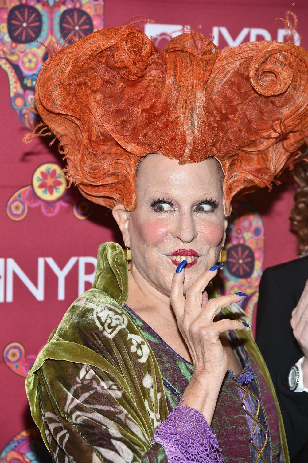 Bette Midler vestita come il suo personaggio di Hocus Pocus, Halloween 2016