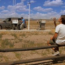 Ciò che le nuvole non dicono: Lorenzo Cassol di spalle in un momento del film