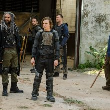 The Walking Dead: Khary Pyton, Logan Miller, Karl Makinen e Lennie James in The Well