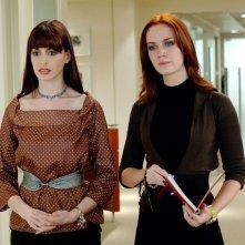 Anne Hatahway ed Emily Blunt in Il diavolo veste Prada