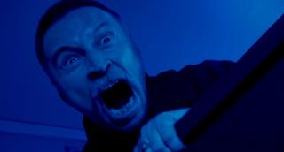 T2: Trainspotting 2 - Robert Carlyle in un momento del trailer del film