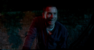 T2: Trainspotting 2 - Ewan McGregor sorride in un'immagine del trailer del film