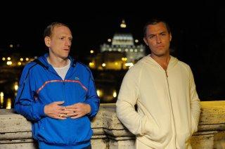 The Young Pope: Jude Law in una foto del quinto episodio