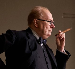 Gary Oldman è Churchill in Darkest Hour