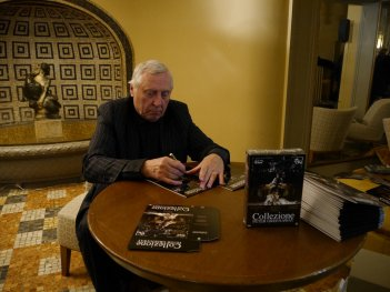 Nightwatching, Peter Greenaway firma le copie dell'edizione speciale