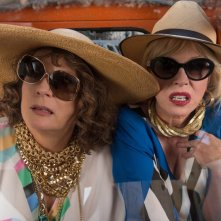 Absolutely Fabulous: The Movie, Jennifer Saunders e Joanna Lumley in una scena del film