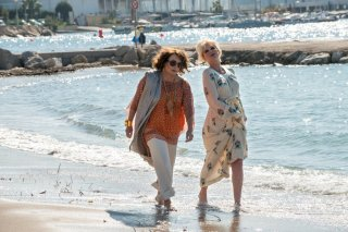 Absolutely Fabulous: The Movie, Jennifer Saunders e Joanna Lumley in un momento del film