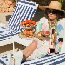Absolutely Fabulous: The Movie, Jennifer Saunders in una scena del film