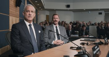 Sully: Tom Hanks e Aaron Eckhart in una scena del film