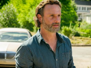 The Walking Dead: Andrew Lincoln in una foto dell'episodio Al tuo servizio