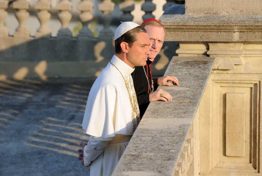 The Young Pope: un'immagine con Jude Law del settimo episodio