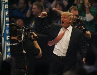 Donald Trump durante un incontro di wrestling