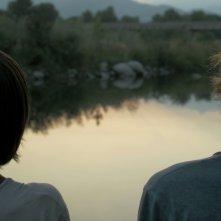 I Cormorani: Samuele Bogni e Matteo Turri di spalle in una scena del film