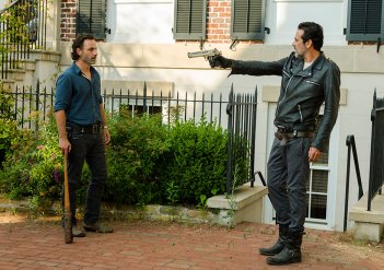 The Walking Dead: Rick (Andrew Lincoln) affronta Negan (Jeffrey Dean Morgan) in Al tuo servizio
