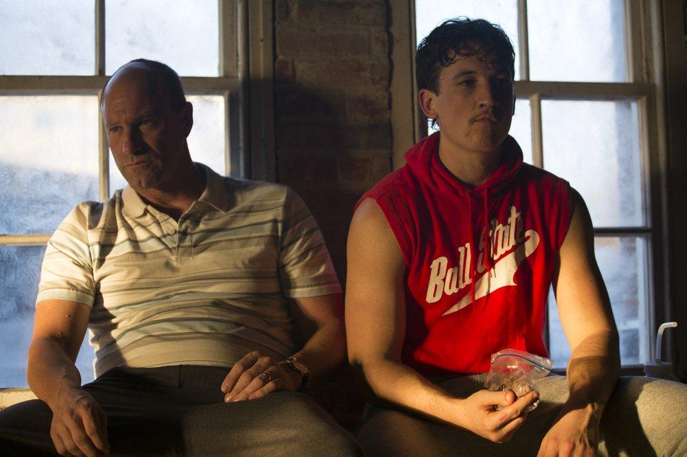 Bleed for This - Vivo per combattere: Miles Teller e Aaron Eckhart insieme in una scena del film