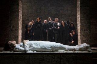 Kenneth Branagh Theatre Company - Romeo e Giulietta: Lily James in una scena dello spettacolo