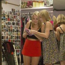 Yoga Hosers: Lily-Rose Melody Depp e Harley Quinn Smith in un momento del film