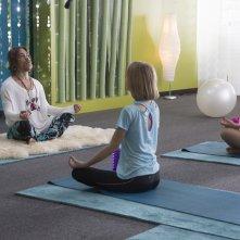 Yoga Hosers: Lily-Rose Melody Depp e Harley Quinn Smith in una scena del film