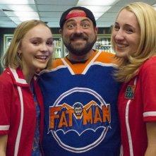 Yoga Hosers: Lily-Rose Melody Depp, Harley Quinn Smith e il regista Kevin Smith in un'immagine promozionale del film
