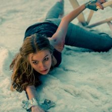 Safe Neighborhood: Olivia DeJonge in un momento del film