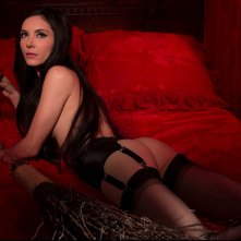 The Love Witch: una sensuale Samantha Robinson in una scena del film