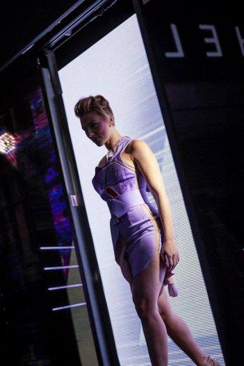 Ghost in the Shell: la protagonista Scarlett Johansson a Tokyo