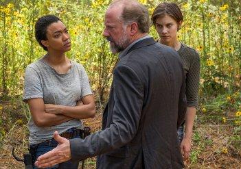 The Walking Dead: una foto di Sonequa Martin-Green, Xander Berkeley e Lauren Cohan in Go Getters