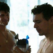 King Cobra: Keegan Allen e James Franco in una scena
