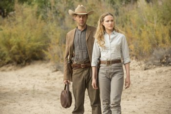 Westworld: Jimmi Simpson ed Evan Rachel Wood in Trace Decay