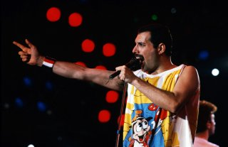 Freddie Mercury durante un live
