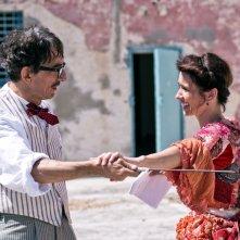 La stoffa dei sogni: Sergio Rubini e Teresa Saponangelo in una scena del film