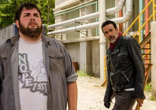 The Walking Dead: Joshua Hoover e Jeffrey Dean Morgan nell'episodio Sing Me a Song