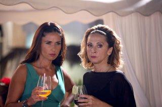 Un Natale al Sud: Barbara Tabita e Debora Villa in una scena del film