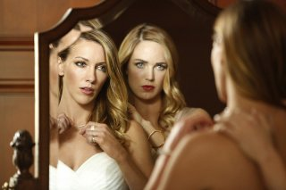 Arrow: le attrici Katie Cassidy e Caity Lotz in Invasion!