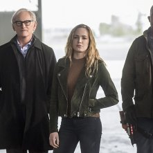 The Flash: Victor Garber, Caity Lotz e Dominic Purcell in Invasion!