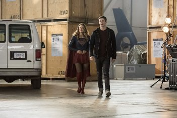 The Flash: Melissa Benoist e Grant Gustin in Invasion!