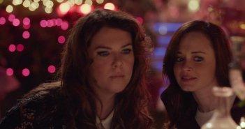 Una mamma per amica: di nuovo insieme, Lauren Graham e Alexis Bledel in un momento dell'episodio Autunno