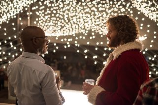 La festa prima delle feste: T.J. Miller e Courtney B. Vance in un momento del film