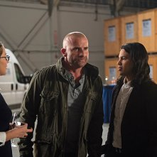Legends of Tomorrow: Melissa Benoist, Dominic Purcell e Carlos Valdes in Invasion!