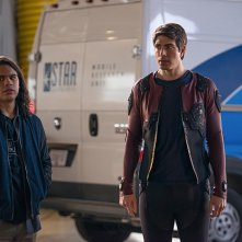 Legends of Tomorrow: Carlos Valdes e Brandon Routh in Invasion!