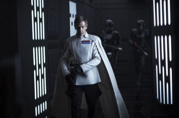Rogue One: A Star Wars Story, Ben Mendelsohn in un momento del film
