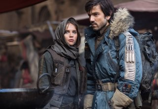 Rogue One: A Star Wars Story, Felicity Jones e Diego Luna in un momento del film