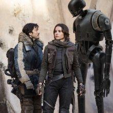 Rogue One: A Star Wars Story, Felicity Jones e Diego Luna in una foto del film