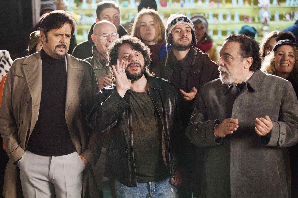 Natale a Londra - Dio salvi la Regina: Lillo, Greg e Nino Frassica in una scena del film