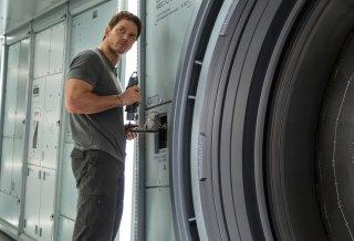 Passengers: Chris Pratt in un momento del film