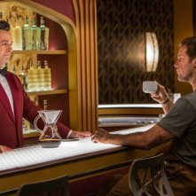 Passengers: Chris Pratt e Michael Sheen in una scena del film