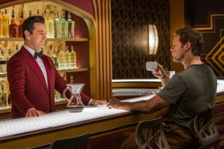 Passengers: Chris Pratt e Michael Sheen in una scena del film